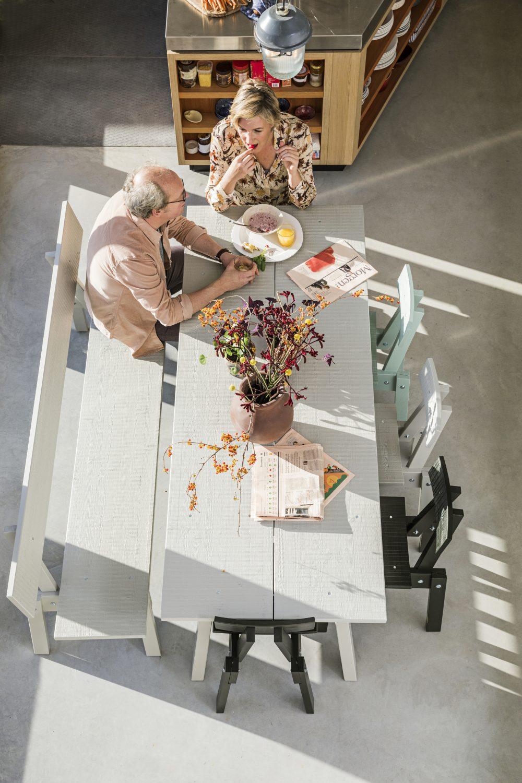 IKEA_INDUSTRIELL_bord_bank_ljusgra_stol_Ikea Industriel (c) Isabel Croon isabelcroon.nl