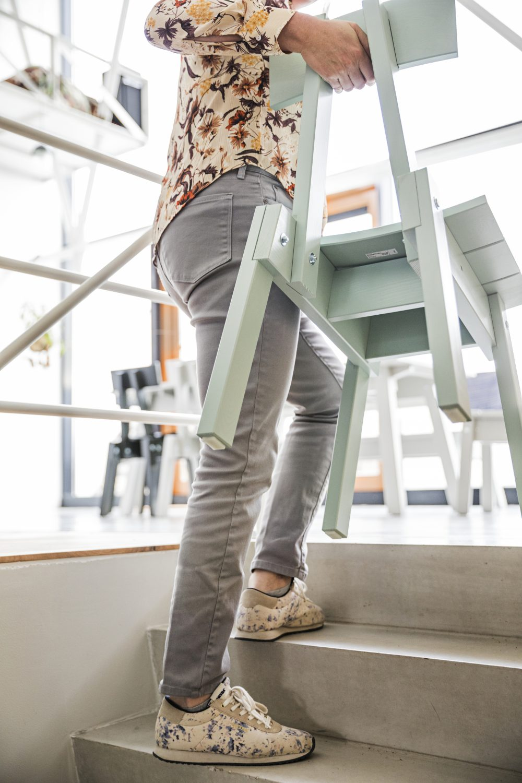 IKEA_INDUSTRIELL_stol_ljus_gragron_Ikea Industriel (c) Isabel Croon isabelcroon.nl